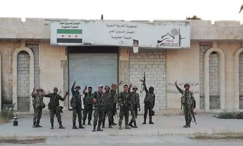 عناصر من قوات الأسد بعد السيطرة على معبر نصيب الحدودي - 7 من تموز 2018 (فيس بوك)