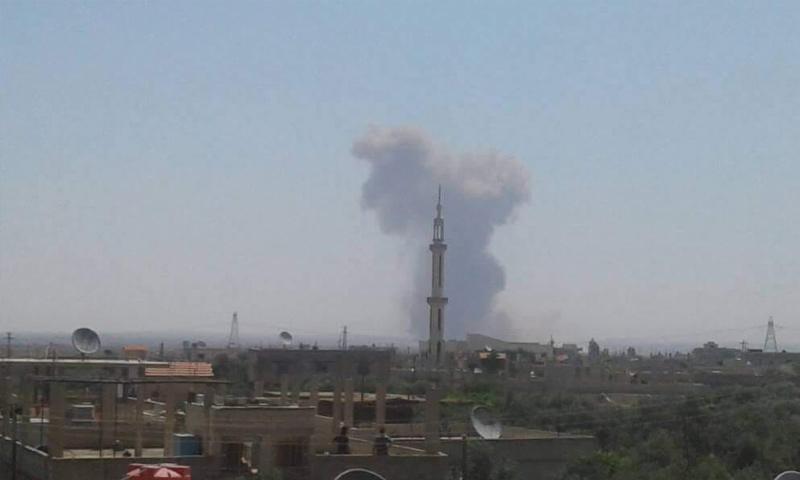 دخان يتصاعد من مستودعات الكم بريف درعا - 3 من تموز 2018 (فيس بوك)