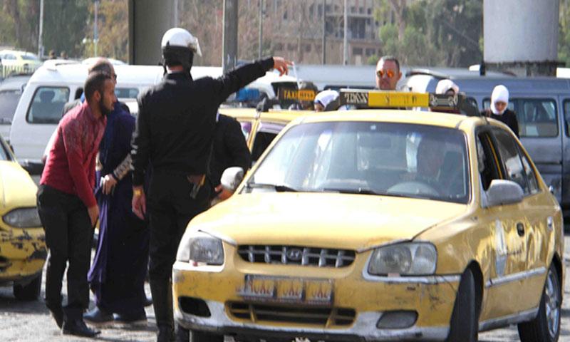 شرطة المرور في أثناء حادث مروري (الوطن)