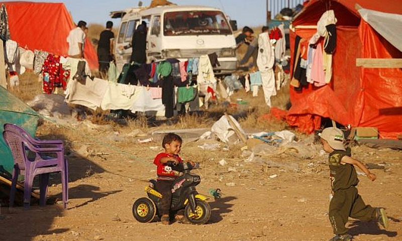 أطفال درعا في المخيمات على حدود الأردن (AFP)