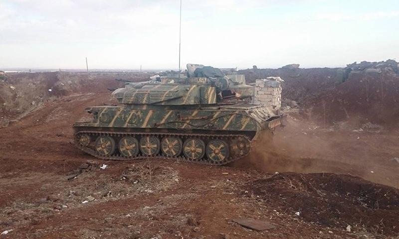 دبابة تابعة لقوات الأسد في بلدة الحراك بريف درعا الغربي - تموز 2018 (سبوتنيك)