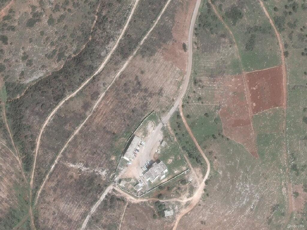 غارة اسرائيلية على مستودعات قرب سلحب بريف حماة-29 نيسان (اقمار صناعية)