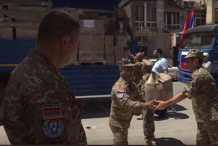 قوات حفظ السلام الأرمنية توزع مساعدات إنسانية في حلب