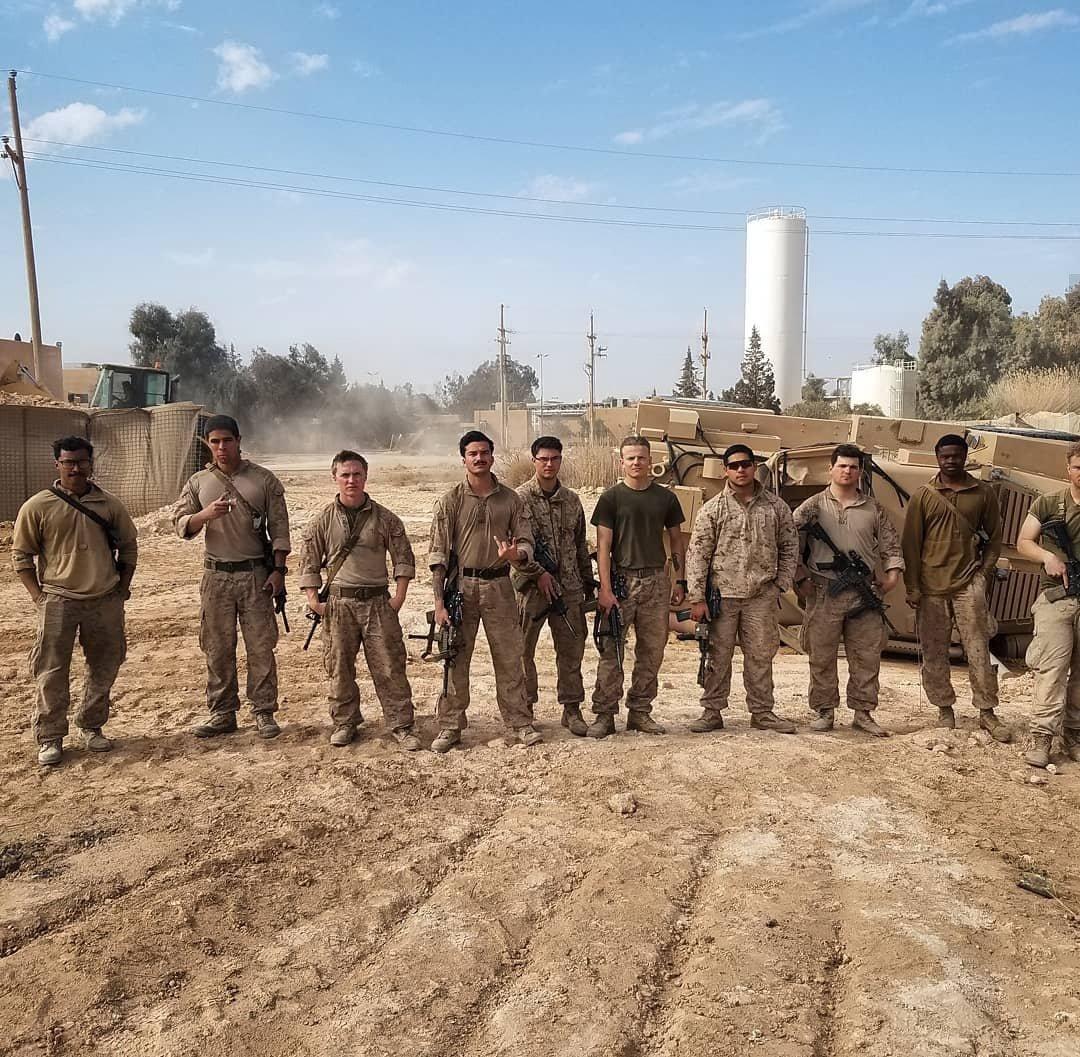 جنود أمريكيون قرب حقل العمر النفطي في ديرالزور