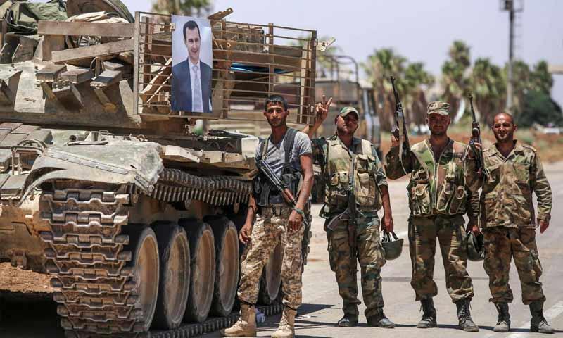 مقاتلون من قوات الأسد عند معبر نصيب الحدودي مع الأردن (AFP)