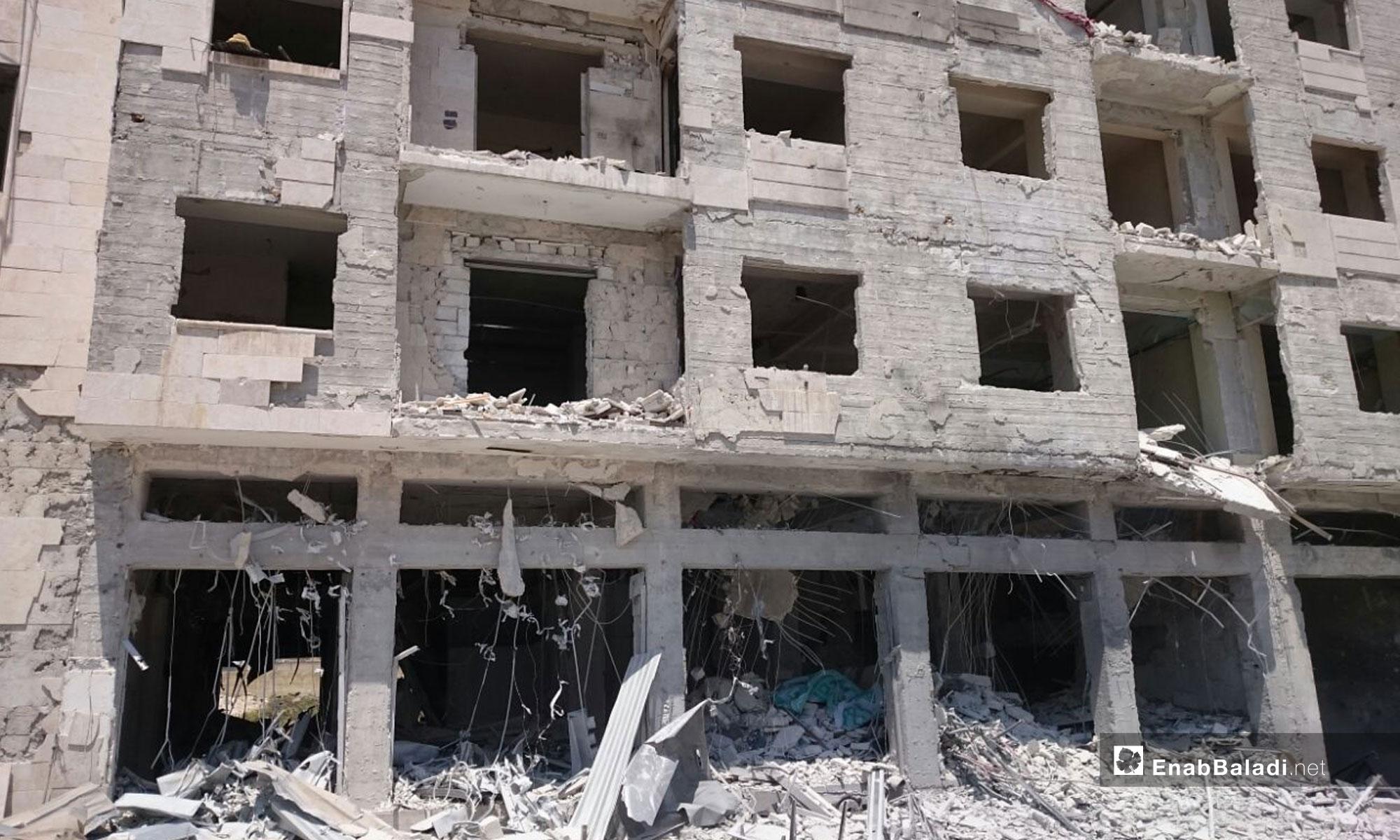 آثار انفجار سيارة مفخخة أمام البنك المركزي في إدلب - 2 من آب 2018 (عنب بلدي)