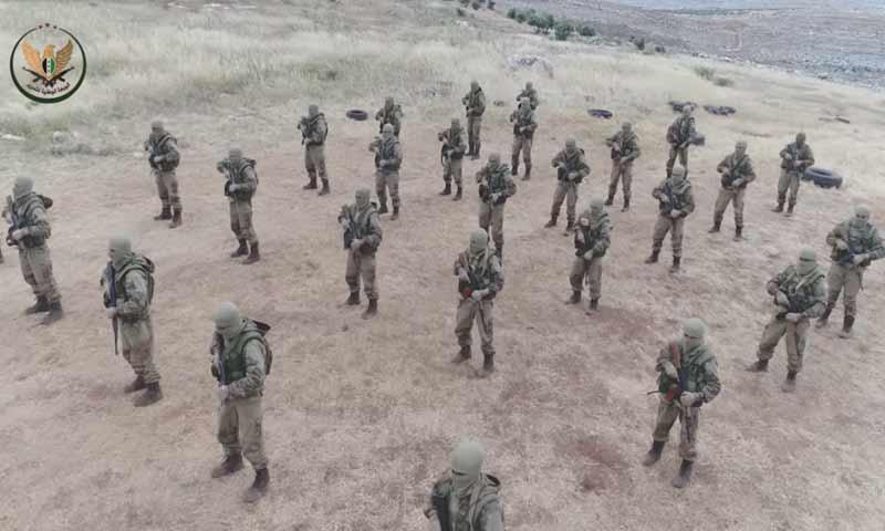 """مقاتلون في """"الجبهة الوطنية للتحرير"""" في معسكر للوحدة """"82"""" في إدلب (يوتيوب)"""