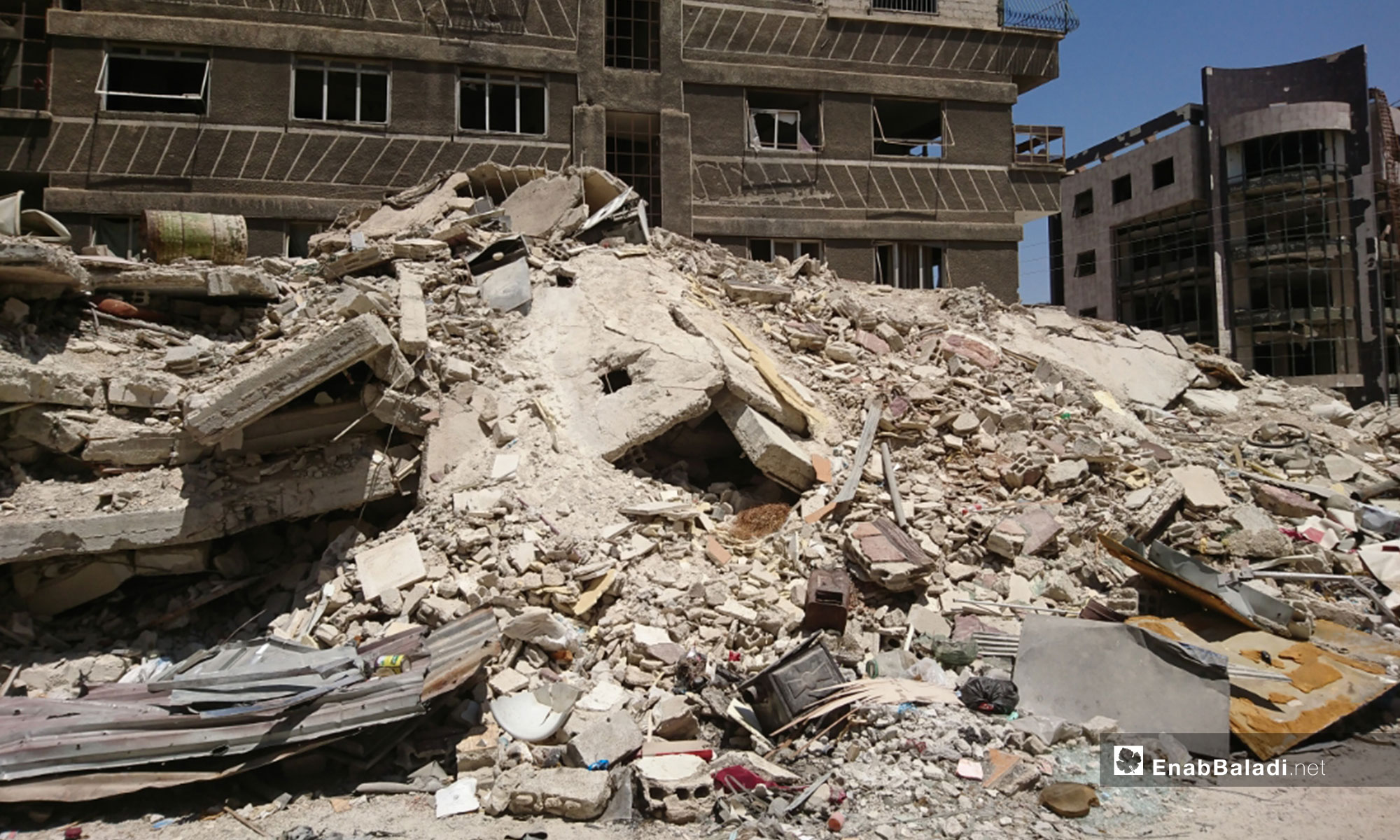 آثار الدمار في مدينة كفر بطنا بالغوطة الشرقية - 11 من آب 2018 (عنب بلدي)
