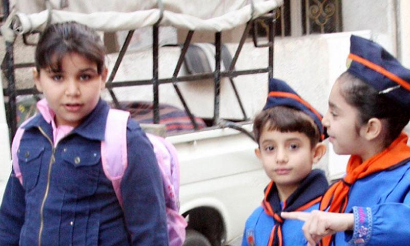 طلاب سوريين باللباس المدرسي (فيس بوك)