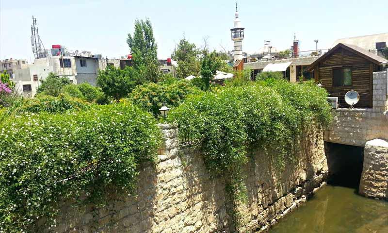 نهر بردى يخترق دمشق القديمة - 17 تموز 2013 (عدسة شاب دمشقي)