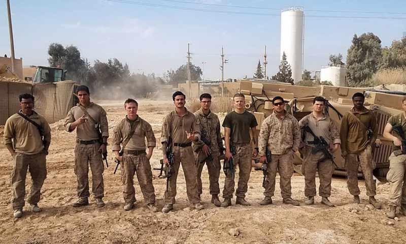 جنود أمريكيون قرب حقل العمر النفطي في دير الزور (taskandpurpose.com)