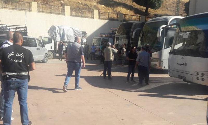 الحافلات في معبر المصنع لنقل اللاجئين الى سوريا 13 آب 2018(الوكالة اللبنانية)