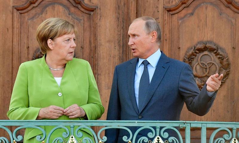 الرئيس الروسي مع المستشارة الألمانية في مدينة ميزبيرج في ألمانيا 18 آب 2018 (DW)