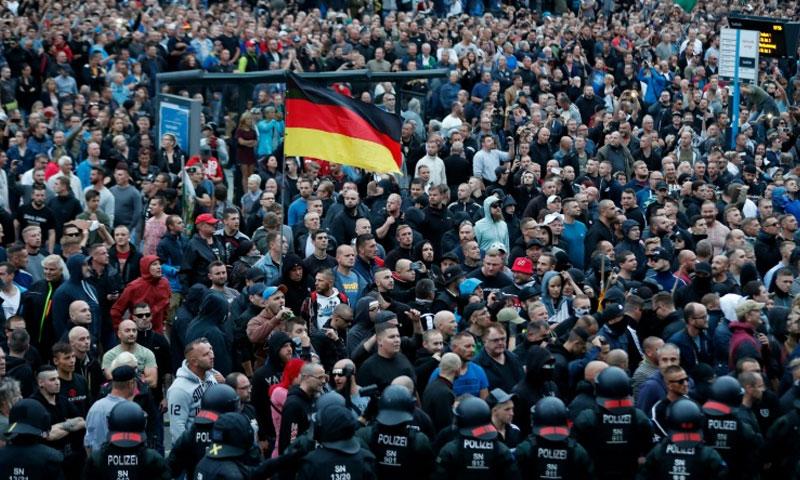 مظاهرات لأنصار اليمين المتطرف في ولاية كيمنتس شرقي ألمانيا آب 2018 (فرانس برس)