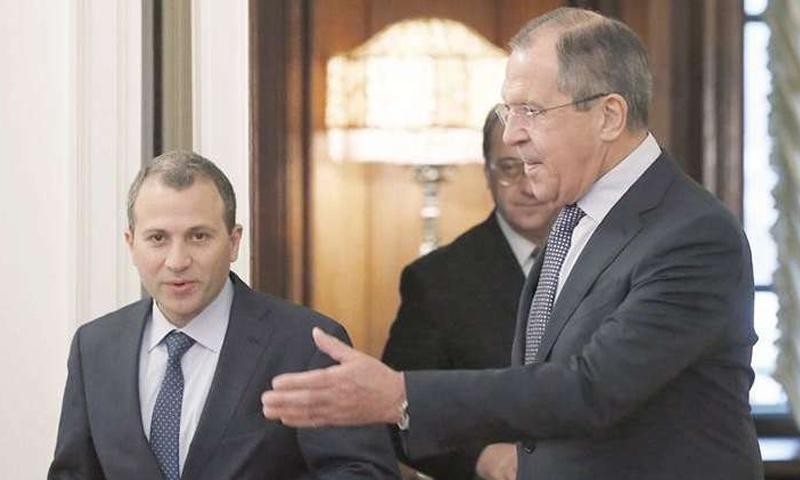 وزير الخارجية الروسي سيرغي لافروف ونظيره اللبناني جبران باسيل (AP)