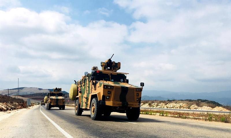 عربات عسكرية تحمل عناصر القوات الخاصة التركية إلى الحدود مع سوريا - 28 من آب 2018 (الأناضول)