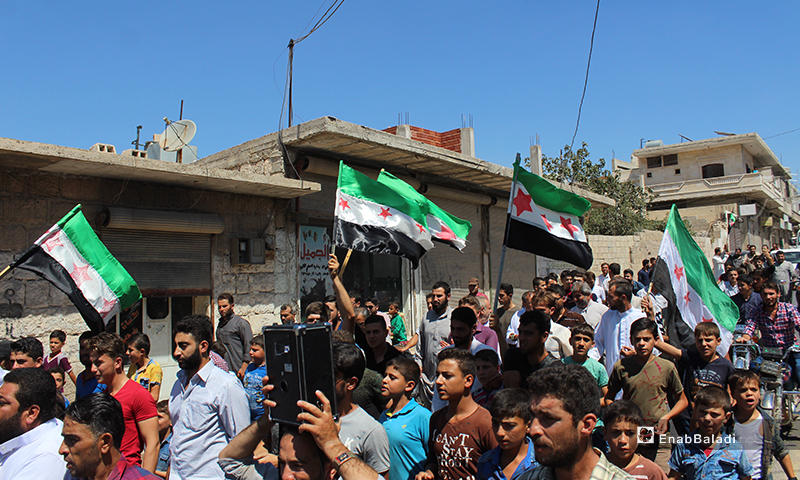 مظاهرة في مدينة حاس بريف إدلب ترفض هجومًا روسيًا محتملًا - 31 آب 2018 (عنب بلدي)