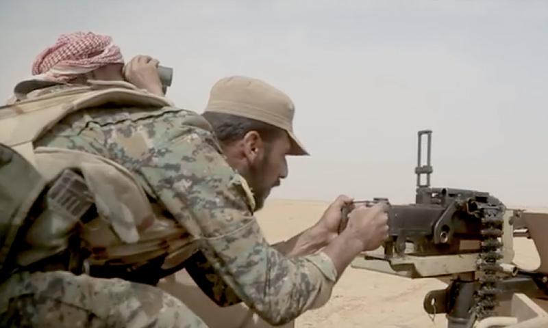 عناصر من قوات سوريا الديمقراطية خلال المعارك الدائرة ضد تنظيم الدولة في ريف دير الزور - 10 من أيلول 2018 (فيس بوك)