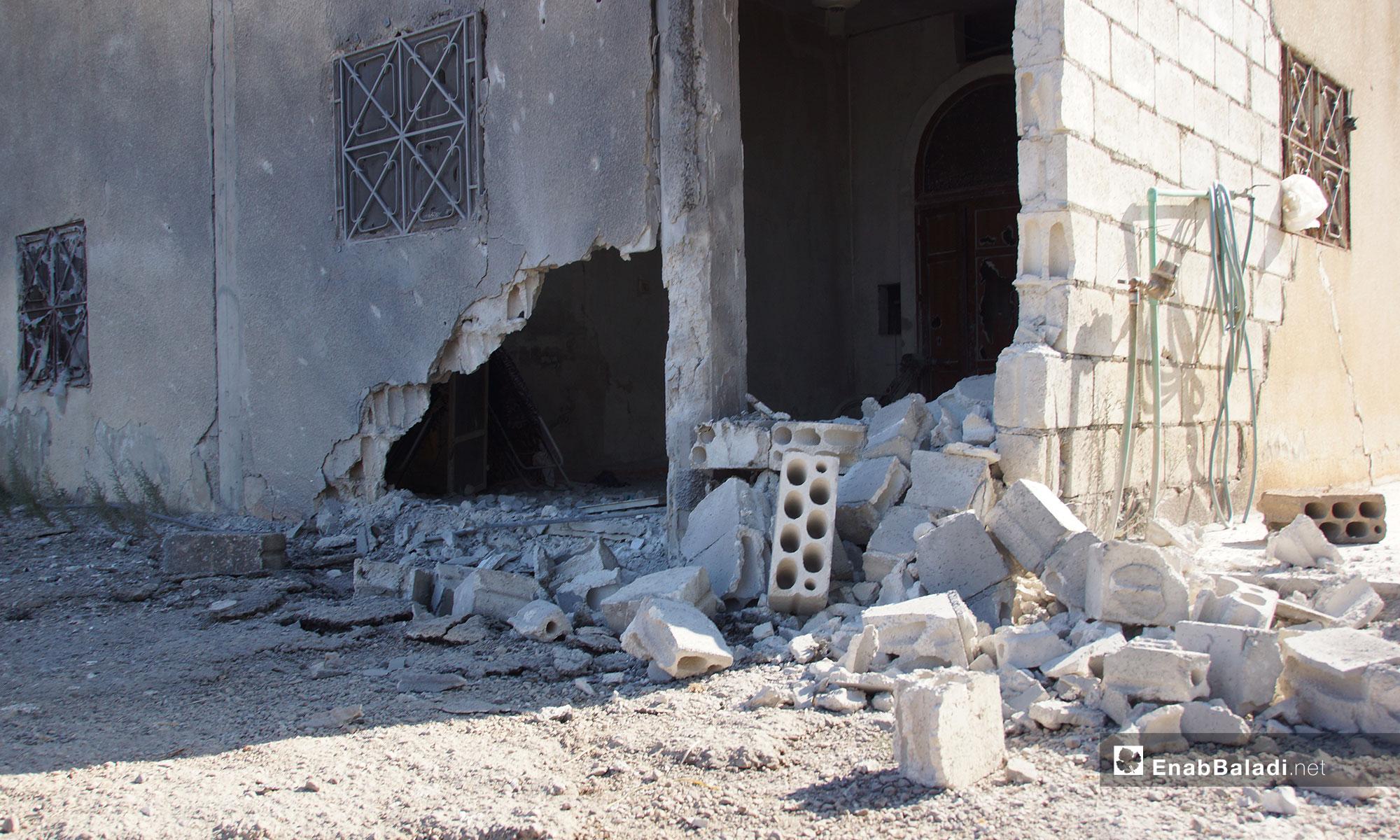 آثار الدمار في قلعة المضيق بعد تعرض المدينة للقصف في ريف حماة - 9 من أيلول 2018 (عنب بلدي)