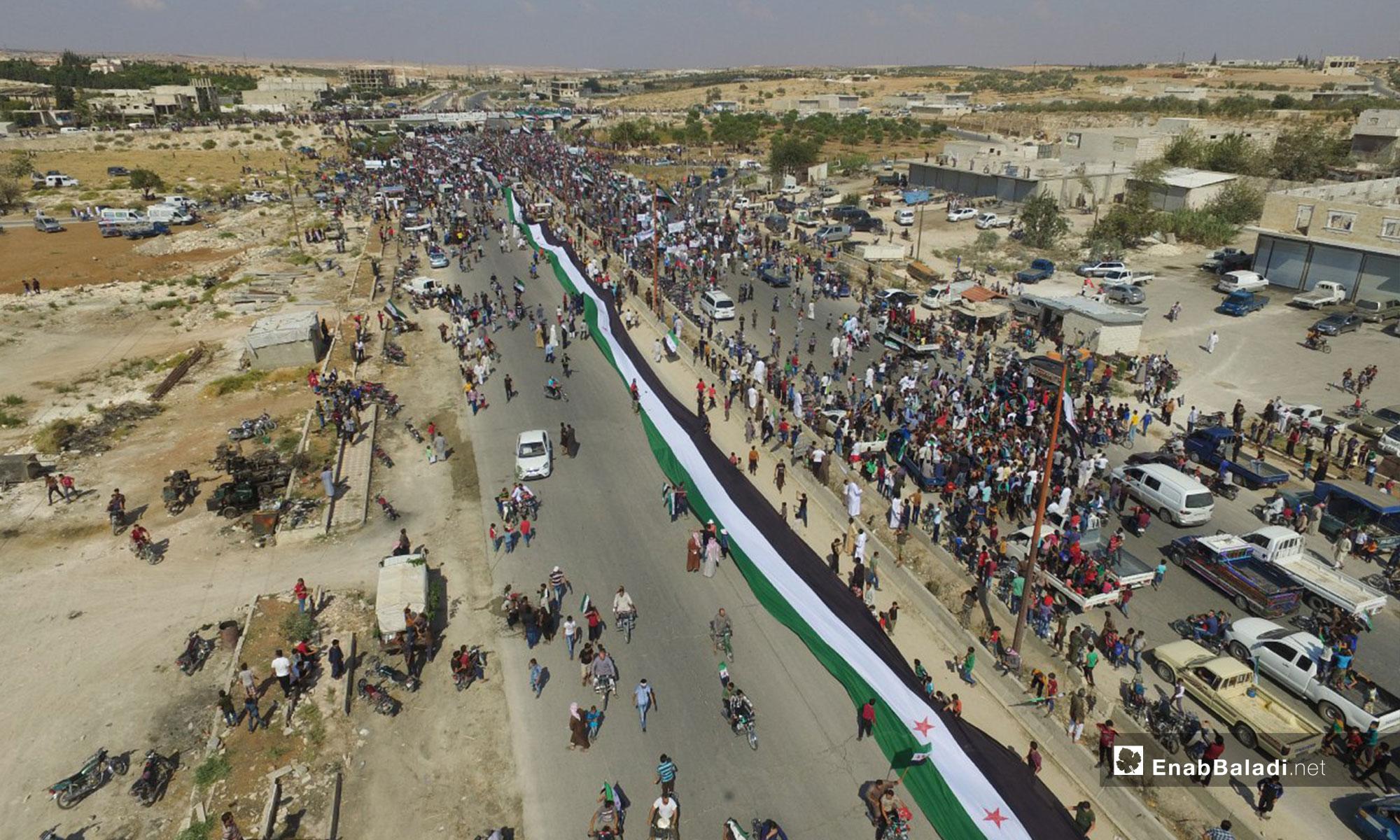 مظاهرة في معرة النعمان تطالب بتجديد الثورة - 21 من أيلول 2018 (عنب بلدي)