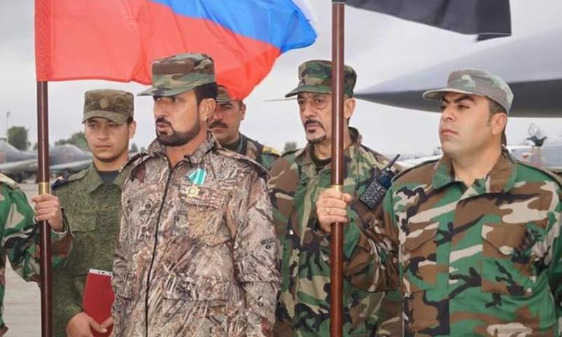 العميد في قوات الأسد سهيل الحسن في أثناء زيارته لقاعدة حميميم بريف اللاذقية - (انترنت)