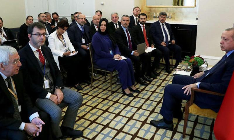 الرئيس أردوغان في لقاء مع الصحفيين قبيل توجهه إلى برلين - (حرييت)