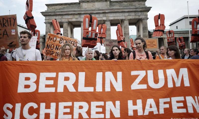 مظاهرات في في العاصمة الألمانية برلين تطالب بإنقاذ اللاجئين 2 أيلول 2018 (DW)