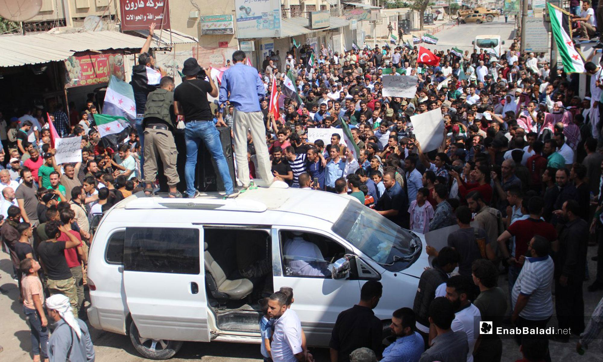 مظاهرة في مدينة اعزاز بريف حلب رفضًا للتدخل الروسي في إدلب - 7 من أيلول 2018 (عنب بلدي)