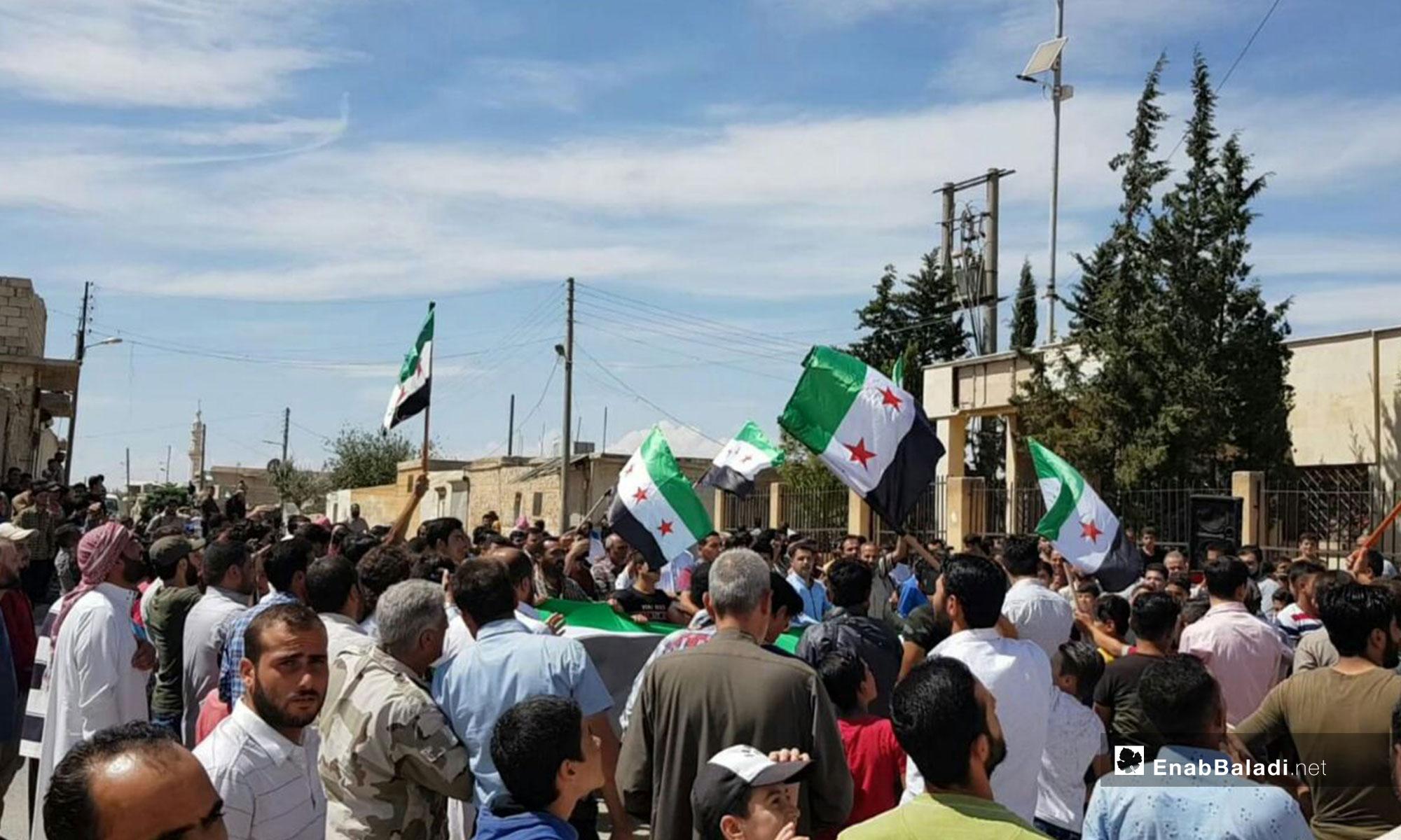 مظاهرة في بلدة أخترين بريف حلب رفضًا للتدخل الروسي في إدلب - 7 من أيلول 2018 (عنب بلدي)