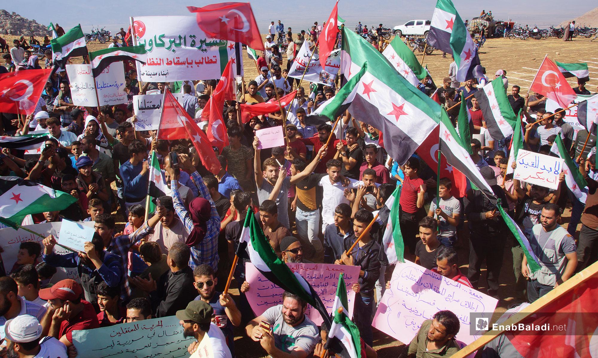مظاهرات في ريف حماة تطالب بإخراج المعتقلين من سجون النظام - 28 من أيلول 2018 (عنب بلدي)