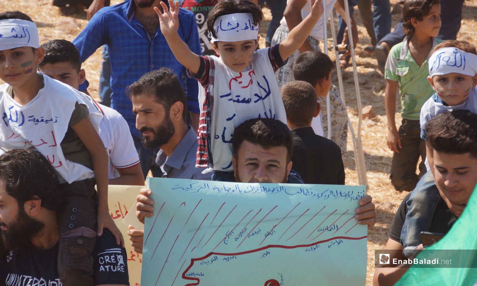 مظاهرات تطالب بتجديد الثورة والإفراج عن المعتقلين في ريف حماة - 21 من أيلول 2018 (عنب بلدي)