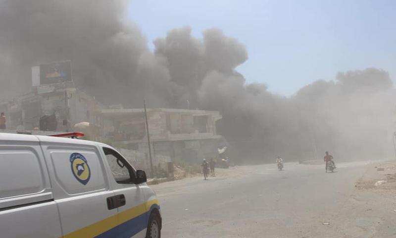 قصف روسي على سوق شعبي في بلدة محمبل بريف إدلب الغربي- 4 أيلول 2018 (فيس بوك)