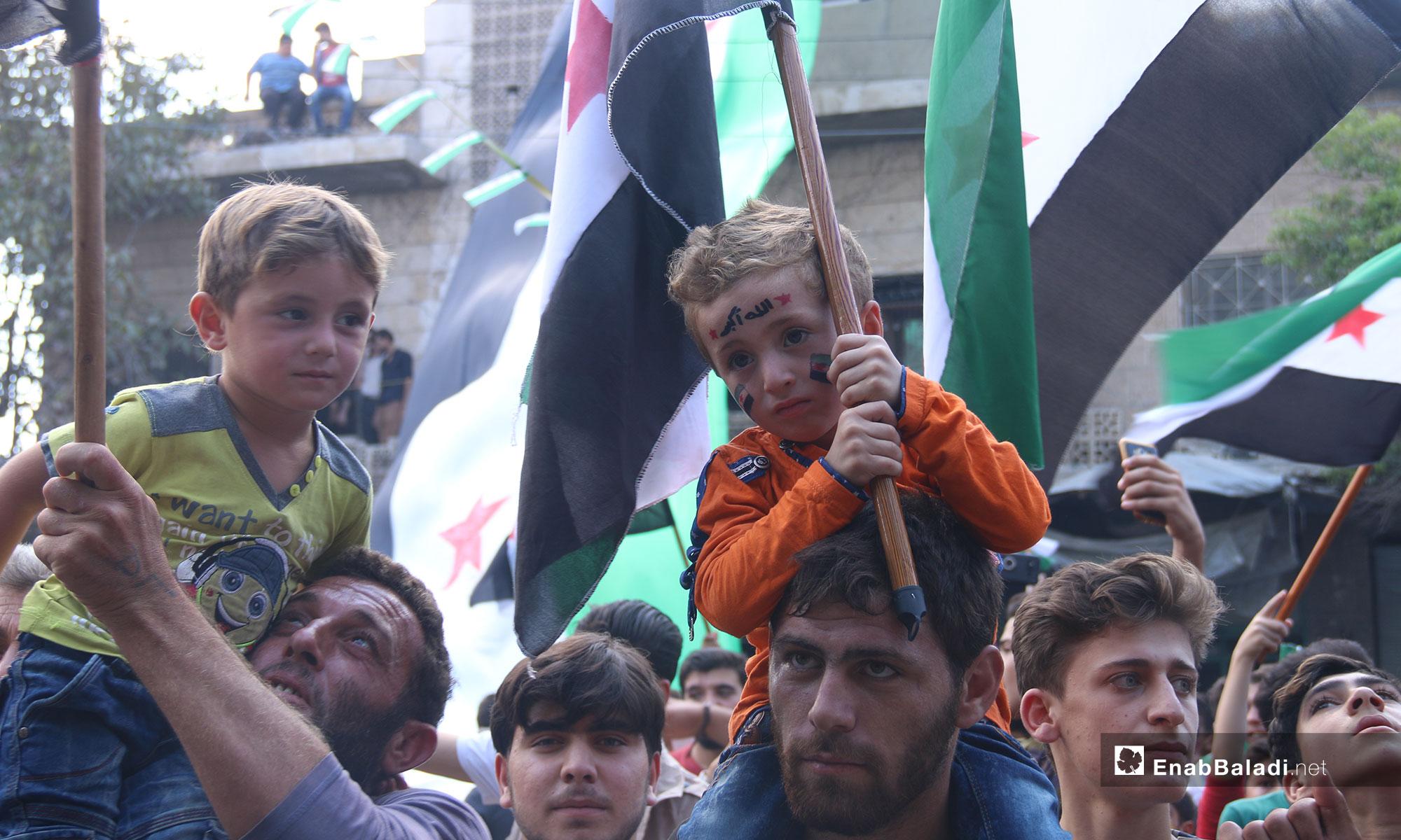 مظاهرات تطالب بتجديد الثورة والإفراج عن المعتقلين في مدينة كفرنبل بريف إدلب  - 21 من أيلول 2018 (عنب بلدي)