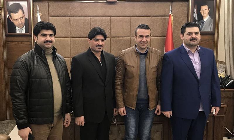 الأشقاء محمد براء وحسام ومحمد آغا القاطرجي برفقة الإعلامي السوري شادي حلوة (صفحة شادي حلوة في فيس بوك)