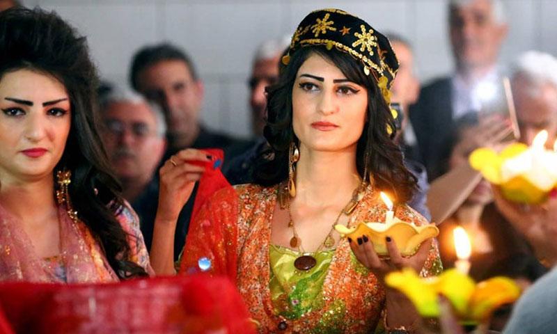 أزياء كردية في القامشلي (صحيفة العرب)