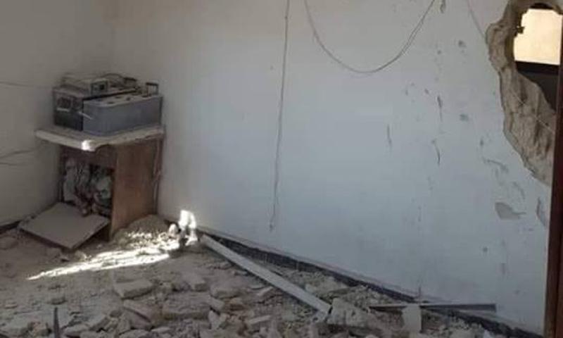 قصف استهدف مدرسة حيش في ريف إدلب الغربي- 10 أيلول 2018 (صفحة مديرية التعليم في محافظة إدلب في فيس بوك)