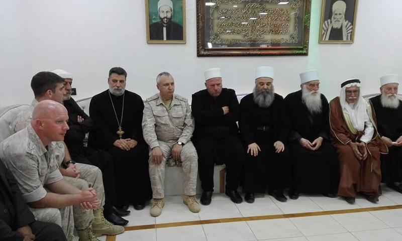 وفد روسي مع مشايخ عقل طائفة الموحدين الدروز في أثناء تسليم مختطفات البدو - 30 من أيلول 2018 (دار الطائفة)