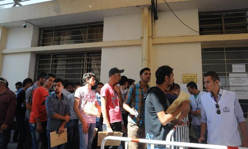شباب سوريون في شعبة تجنيد دمشق (فيس بوك)