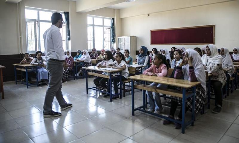 طلاب سوريون في تركيا (الأناضول)