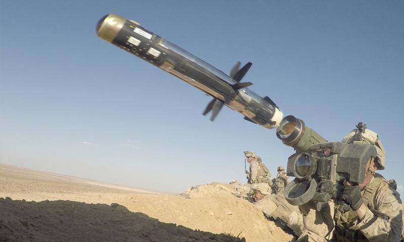 """صاروخ مضاد للدبابات من طراز """"FGM-148"""" خلال استخدامه في المناورات الأمريكية في التنف - 7 من أيلول 2018 (القيادة المركزية الأمريكية)"""