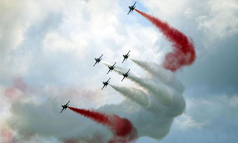 """طائرات تركية تشارك في حفل إشهار معرض """"تكنوفيست - اسنطبول"""" (يني شفق)"""