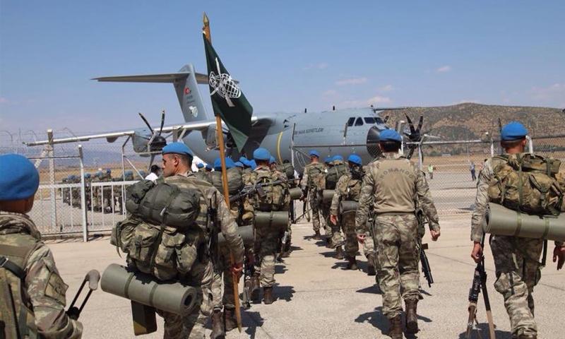 عناصر من القوات الخاصة التركية في أثناء توجهها إلى الحدود مع سوريا - آب 2018 (الأناضول)