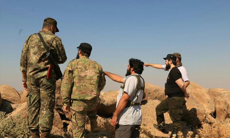 قائد أحرار الشام جابر علي باشا في زيارة لمقاتليه على جبهات إدلب - (الجبهة الوطنية للتحرير)