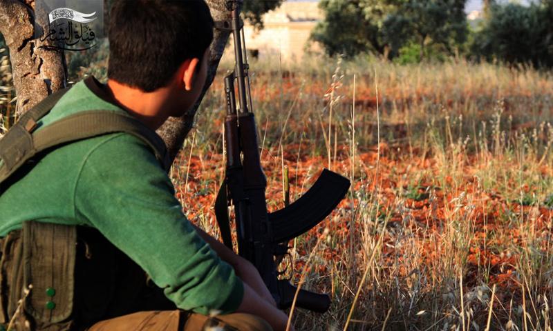 مقاتل من فصيل فيلق الشام في محافظة إدلب - (فيلق الشام)