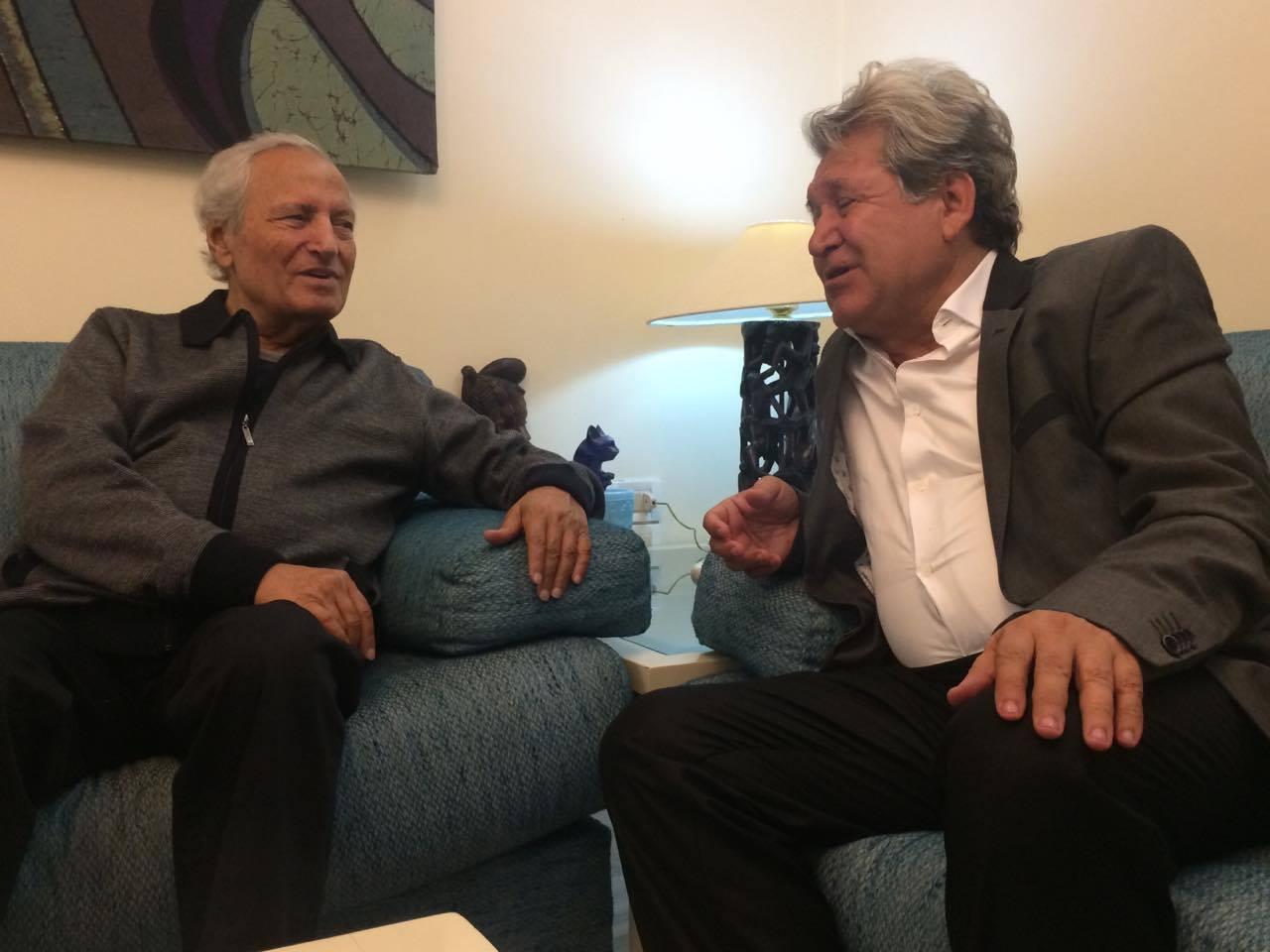 الشاعر السوري هادي دانيال مع وزير الخارجية السورية السابق فاروق الشرع (صفحة دانيال في فيس بوك)