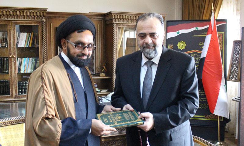 وزير الاوقاف محمد عبد الستار السيد مع رجل دين إيراني (وزارة الأوقاف فيس بوك)