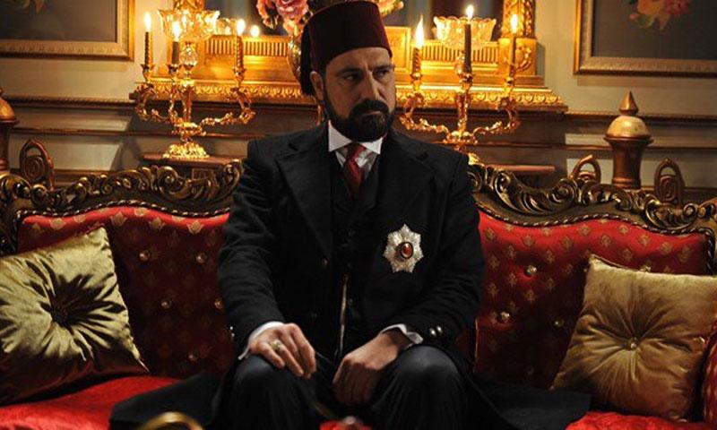 الممثل بولانت أينال في مسلسل السلطان عبد الحميد (يوتيوب)