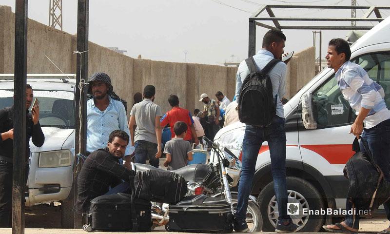 سوريون عائدون إلى سوريا في إجازة العيد من معبر باب السلامة (عنب بلدي)