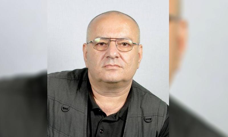 الكاتب السوري ممدوح حمادة (تعديل عنب بلدي)