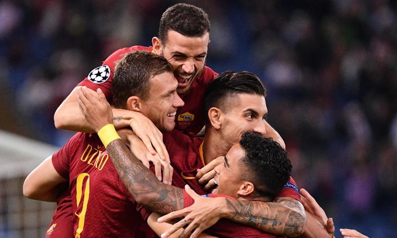 احتفالية لاعبي نادي روما بعد تسجيلهم هدف في مواجهة فريقهم مع نادي فيكتوريا بلزن التشيكي(نادي روما تويتر)